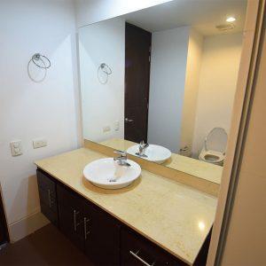 apartamento-hotel-estelar-alto-prado-barranquilla-habitacion-principal-baño